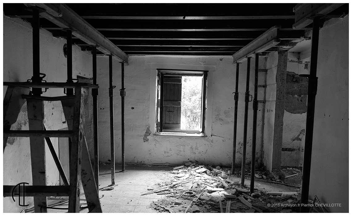 Refaire Fondation Maison Ancienne le pisé et l'humidité: autopsie d'une rénovation en bresse